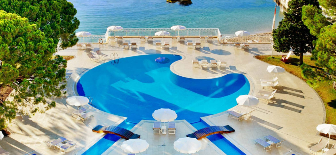 Outdoor-pool-and-Sea-view-1
