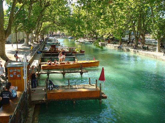 le-canal-su-vasse-a-annecy