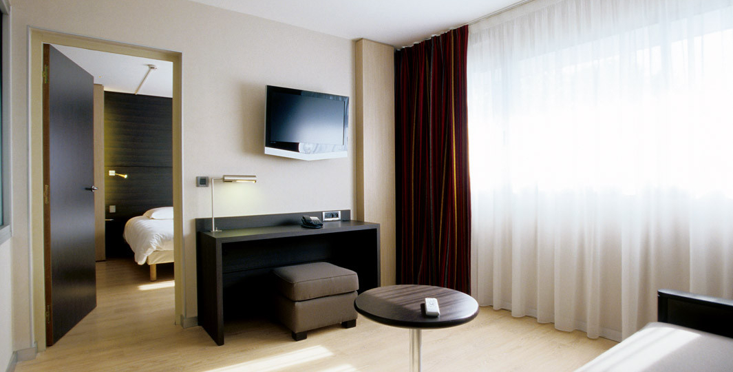 53fdd6353024d_Suite-Océane-et-son-salon---Hôtel-Oceania-Quimper-4-étoiles