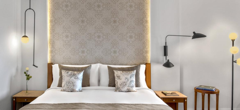pmixr-deluxe-guestroom-2911-hor-clsc