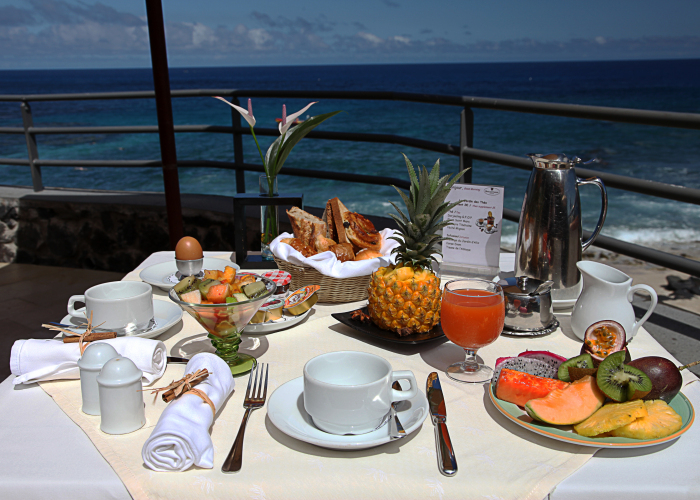 reunion-hotel-boucan-canot-beach-dining_0