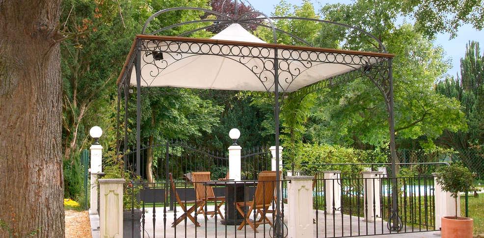 426530_986_485_FSImage_1_Hostellerie_de_Varennes_jardin1