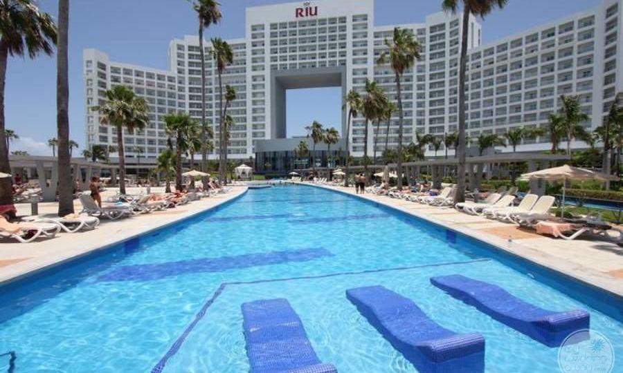 Riu-Palace-Peninsula-Pool-5